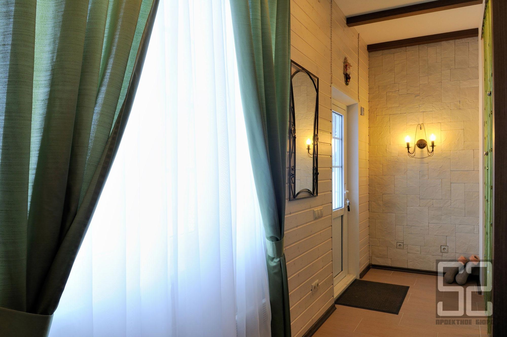 дизайн интерьера коридора в загородном доме